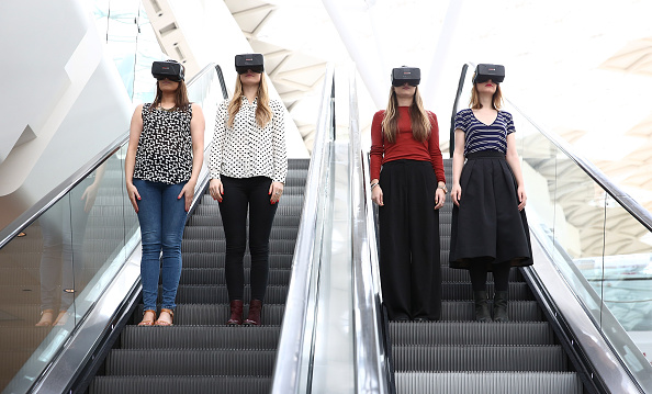 Headset「Westfield Introduce World-First Oculus Rift Virtual Reality Ahead Of 'Future Fashion' Event」:写真・画像(14)[壁紙.com]