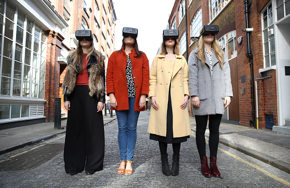 Headset「Westfield Introduce World-First Oculus Rift Virtual Reality Ahead Of 'Future Fashion' Event」:写真・画像(13)[壁紙.com]