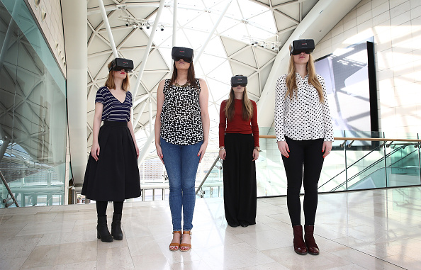 Headset「Westfield Introduce World-First Oculus Rift Virtual Reality Ahead Of 'Future Fashion' Event」:写真・画像(15)[壁紙.com]