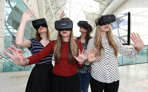 Headset「Westfield Introduce World-First Oculus Rift Virtual Reality Ahead Of 'Future Fashion' Event」:写真・画像(12)[壁紙.com]