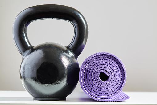 Strength「Kettle bell and yoga mat」:スマホ壁紙(5)