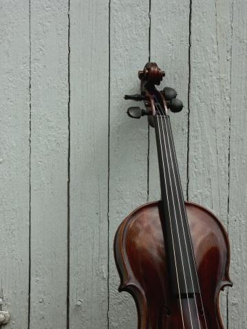 Violin「Fiddle with board background」:スマホ壁紙(15)