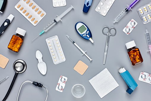 Asthma Inhaler「Flat lay of various medical supplies on gray background」:スマホ壁紙(15)