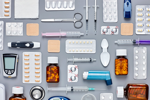 Asthma Inhaler「Flat lay of medical supplies arranged on gray background」:スマホ壁紙(10)