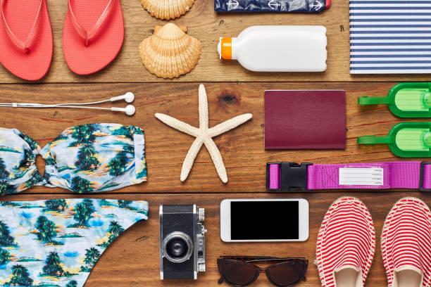 Flat lay of summer vacation accessories on wooden floor:スマホ壁紙(壁紙.com)