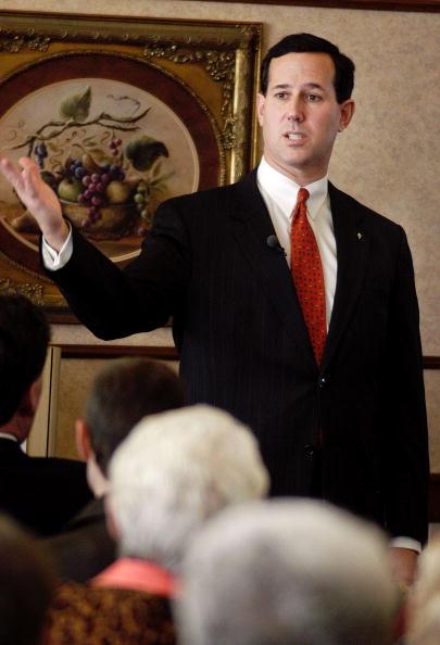 William Thomas Cain「U.S. Senator Rick Santorum Pitches Bush Social Security Plan」:写真・画像(0)[壁紙.com]