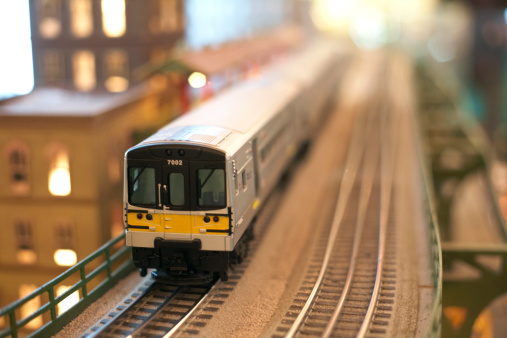 Railway「Miniaturte of train on tracks」:スマホ壁紙(0)
