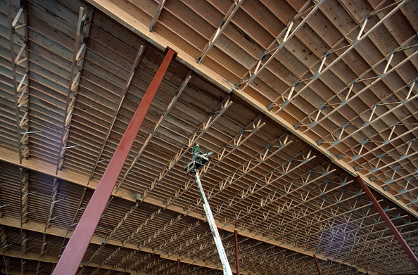 Ceiling「Inspecting timber roof from access platform.」:写真・画像(17)[壁紙.com]