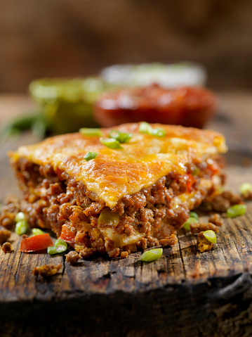 Monterey Jack Cheese「Baked, Layered, Beef Taco Pie with Sour Cream, Salsa and Guacamole」:スマホ壁紙(12)