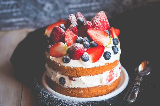 Cake「Sponge cake with strawberries, blueberries and cream」:スマホ壁紙(16)