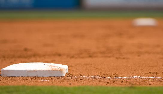 Baseball - Sport「Ground level view of a base on the baseball field」:スマホ壁紙(13)
