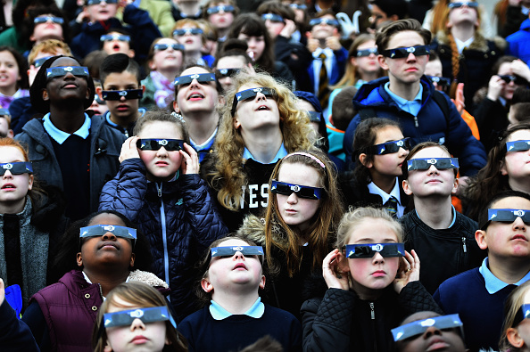 Protection「Rare Partial Solar Eclipse Is Viewed Around The UK」:写真・画像(17)[壁紙.com]