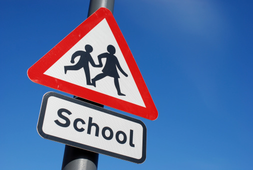Symbol「School children crossing sign with copy space」:スマホ壁紙(18)