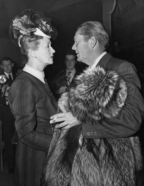Beverly Hills Hotel「Hedda Hopper And James Dunn」:写真・画像(12)[壁紙.com]