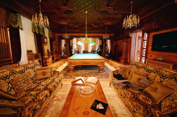 Grounds「Inside The Presidential Palace Of  Former Ukrainian President Yanukovych」:写真・画像(14)[壁紙.com]