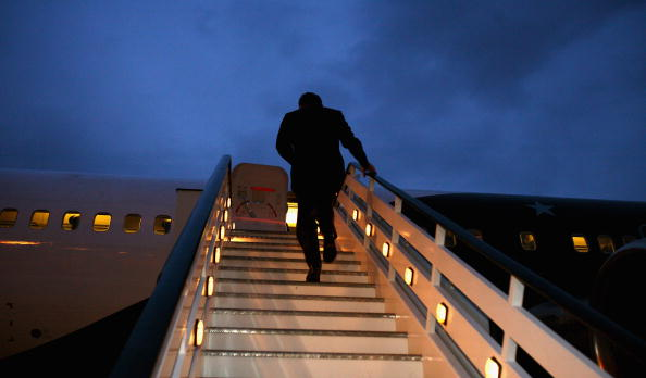 Steps「Gordon Brown Leaves For His Trip To The USA」:写真・画像(11)[壁紙.com]