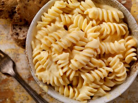 Cast Iron「Creamy Rotini Pasta and Cheese Sauce」:スマホ壁紙(11)