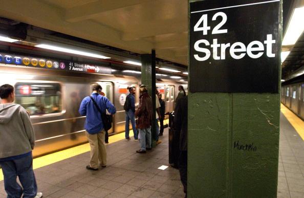 Waiting「Crime Down On New York's Subways」:写真・画像(2)[壁紙.com]