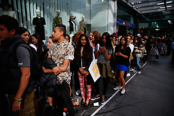 Waiting「New Zealand's First TopShop Store Opens In Auckland」:写真・画像(4)[壁紙.com]