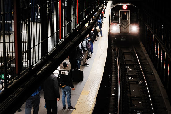 Waiting「Second Rider In Four Months Dragged To Their Death By NYC Subway」:写真・画像(7)[壁紙.com]