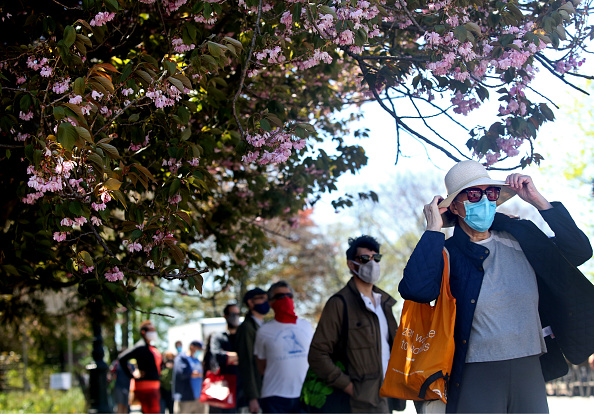 Leisure Activity「New Yorkers Enjoy Nice Weekend Weather As Social Distancing Guidelines Remain In Place To Limit Spread Of Coronavirus」:写真・画像(13)[壁紙.com]