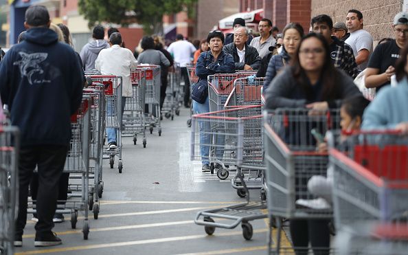 Topix「Shoppers Stock Up On Food And Supplies As Coronavirus Cases Spread Throughout Country」:写真・画像(7)[壁紙.com]