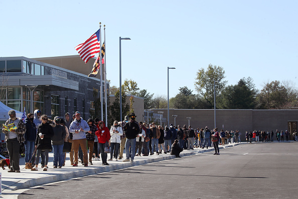 Waiting In Line「Across The U.S. Voters Flock To The Polls On Election Day」:写真・画像(1)[壁紙.com]