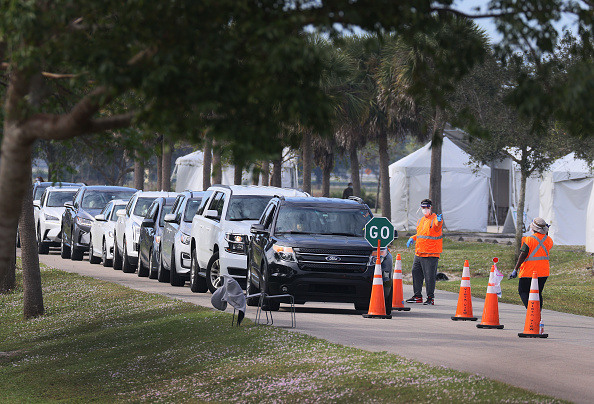 Davie - Florida「Floridians Wait In Line For COVID-19 Vaccinations」:写真・画像(0)[壁紙.com]