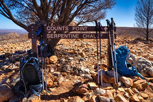Hiking「Hiking sign and hiking gear on the Larapinta Trail, Simpson's Gap, Central Australia, Northern Territory, Australia」:スマホ壁紙(4)