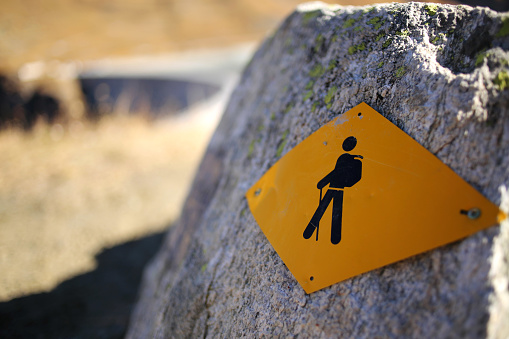 Illustration「Hiking sign on a rock」:スマホ壁紙(6)