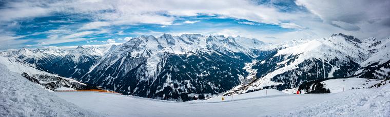 スキー「ヒンタートゥクス ツィラー タール - オーストリアのスキー場のパノラマ」:スマホ壁紙(4)