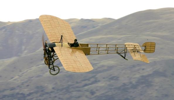 Low「'Warbirds Over Wanaka' Airshow」:写真・画像(10)[壁紙.com]