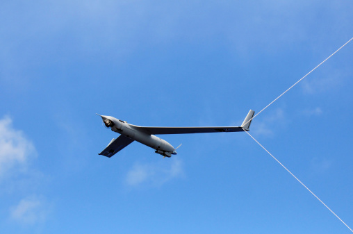 Glider「A Scan Eagle Unmanned Aerial Vehicle makes an arrested recovery on the Skyhook recovery system.」:スマホ壁紙(6)