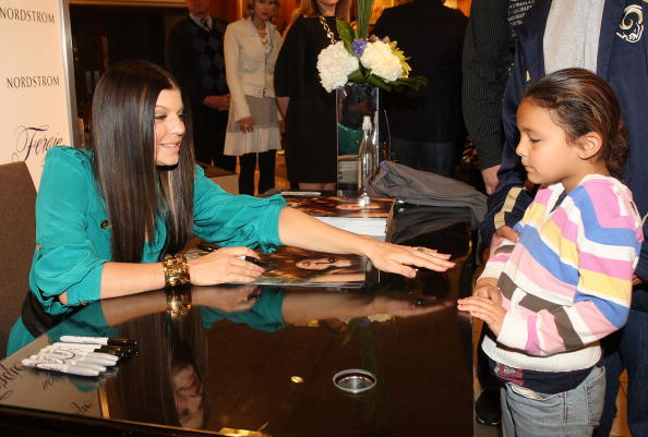 Material「Fergie Promotes Shoe Collection At Nordstrom At The Grove」:写真・画像(4)[壁紙.com]