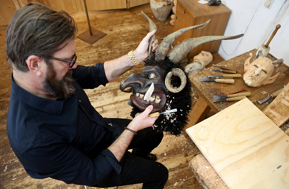 Adam Berry「Rising Popularity Of Krampus Tradition Keeps Artisans Busy」:写真・画像(6)[壁紙.com]
