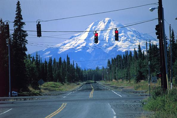 Road Signal「Road junction in wilderness - state of Alaska - USA」:写真・画像(8)[壁紙.com]
