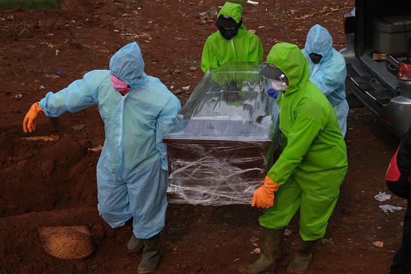 Grave「Indonesia Imposes Partial Shutdown To Contain Spread Of The Coronavirus」:写真・画像(7)[壁紙.com]