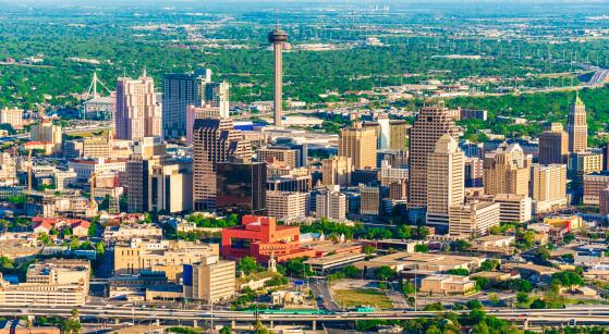 Elevated Road「San Antonio cityscape skyline aerial view from helicopter」:スマホ壁紙(1)