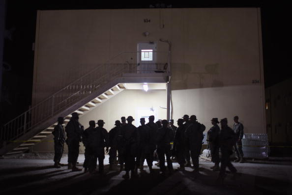Camp Cropper「US Military Holds Thousands Of Detainees In Baghdad Prison」:写真・画像(8)[壁紙.com]