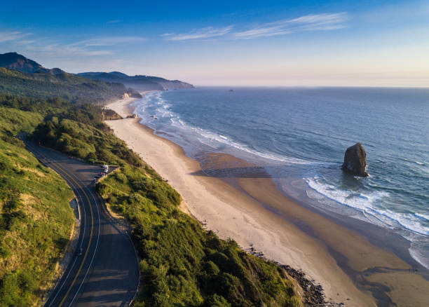 Oregon Coast Highway Passing Cannon Beach - Aerial Shot:スマホ壁紙(壁紙.com)