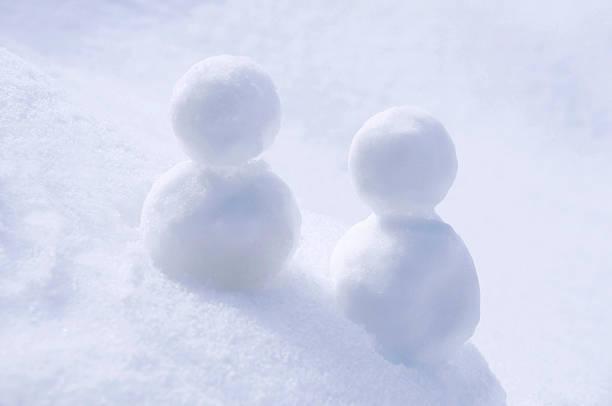 Two snowmen:スマホ壁紙(壁紙.com)