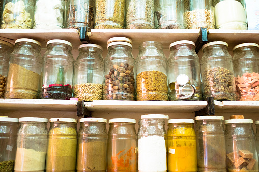 Spice「Jars Of Spices And Dried Goods For Sale In A Market Stall」:スマホ壁紙(10)