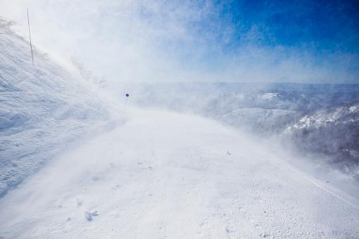吹雪「The Strong Patagonian Winds Blows Snow Into The Air At Cerro Catedral, Argentina」:スマホ壁紙(17)