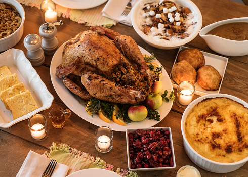 Candle「Dining table filled with thanksgiving food」:スマホ壁紙(1)