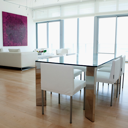 Gulf Coast States「Dining table, chairs and sofa in modern living space」:スマホ壁紙(18)