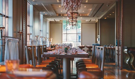 Royalty「Dining table in luxury hotel's restaurant」:スマホ壁紙(13)