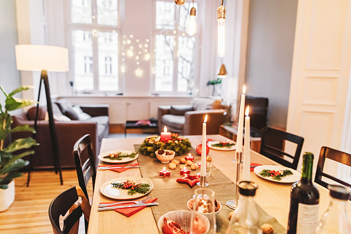 Table Runner「dining table with Christmas decoration」:スマホ壁紙(0)