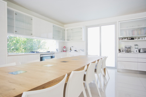 Long「Dining table in modern, white kitchen」:スマホ壁紙(4)