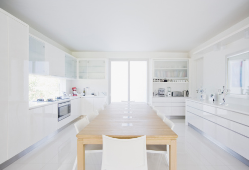 Dining Room「Dining table in modern, white kitchen」:スマホ壁紙(8)
