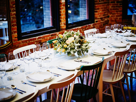 Party - Social Event「Dining table in loft set for formal dinner party」:スマホ壁紙(0)